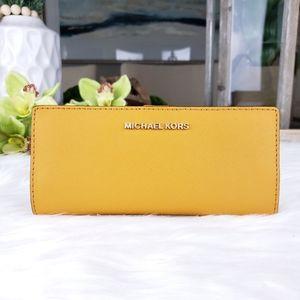 🌺NWT Michael Kors slimbifold wallet marigold MK